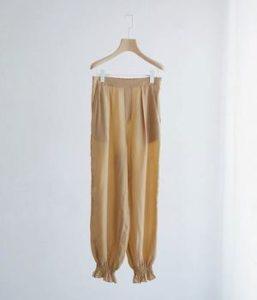 ギルティで新川優愛が着用しているパンツブランドの参考画像