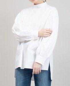 ギルティで新川優愛が着用しているブラウスブランドの参考画像