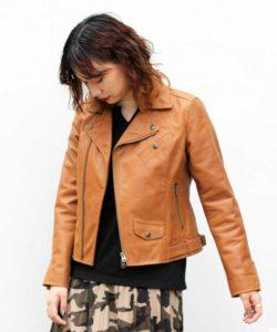美食探偵で小芝風花さんが着用しているジャケットブランドの参考画像