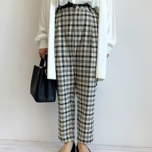 ハケンの品格で山本舞香さんが着用しているパンツブランドの参考画像