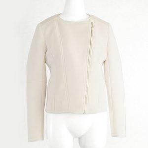 ギルディで新川優愛さんが着用しているジャケットブランドの参考画像