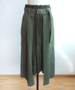 ギルディで新川優愛さんが着用しているスカートブランドの参考画像