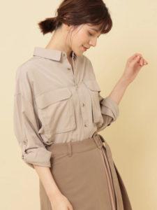 ギルティで新川優愛さんが着用しているシャツブランドの参考画像