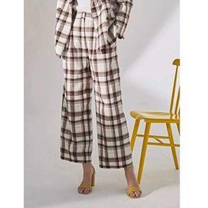 ギルティで新川優愛さんが着用しているパンツブランドの参考画像