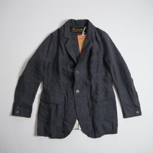 MIU404で星野源さんが着用しているジャケットブランドの参考画像