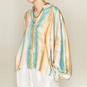 オーマイボスで上白石萌音さんが着用しているブラウスブランドの参考画像