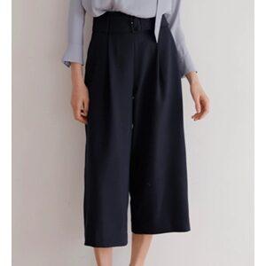 オーマイボスで上白石萌音さんが着用しているパンツブランドの参考画像
